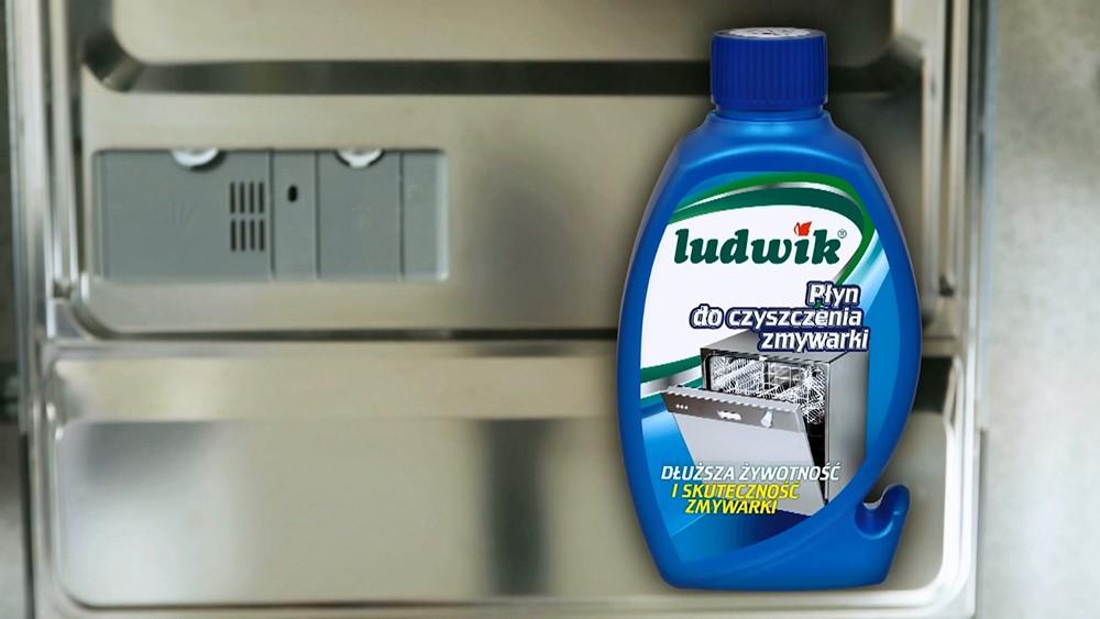 Máy rửa bát sau khi sử dụng dung dịch vệ sinh chuyên dụng